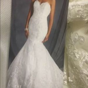 Alfred Angelo 2550 Ivory wedding gown